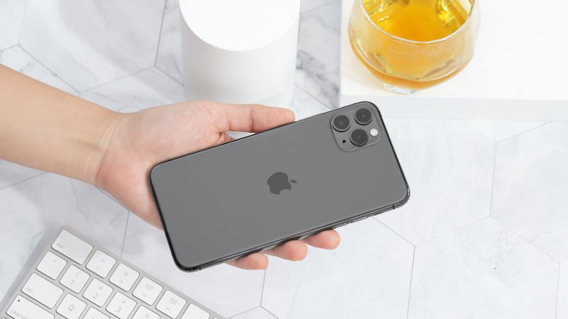 Điện thoại iPhone 11 Pro Max 64GB | Thiết kế mặt lưng nổi bật cụm camera sau