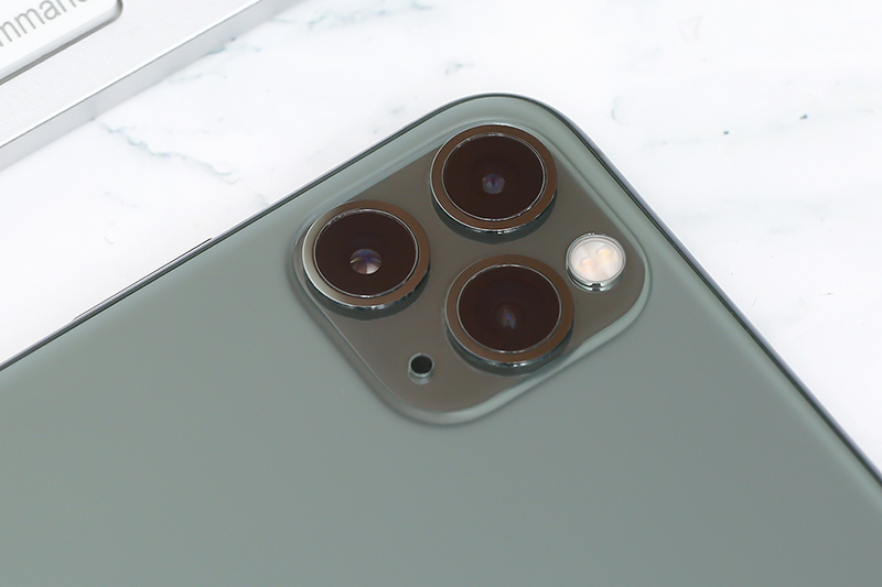iPhone 11 Pro Max 64GB | Cụm ba camera sau ấn tượng